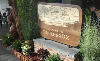 Welcome to TrailheaDX 19 wooden sign